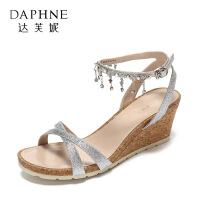 Daphne/达芙妮夏性感交叉潮流水钻流苏亮面扣带女鞋