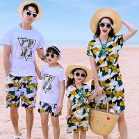 新款夏母子母女全家装一家三口四口休闲家庭套装沙滩亲子装连衣裙