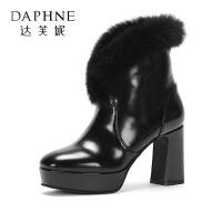 Daphne/达芙妮2017冬 粗跟高跟女鞋百搭绒毛白色女靴