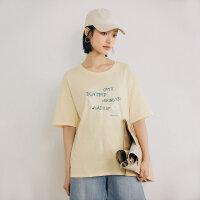 【活动价:49元】茵曼梨涡 复古文艺2021夏季新款圆领落肩字母印花短袖T恤上衣女【F1812899】