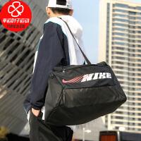 Nike/耐克男包女包新款运动包大容量斜挎包拎包休闲单肩包CU9476-010