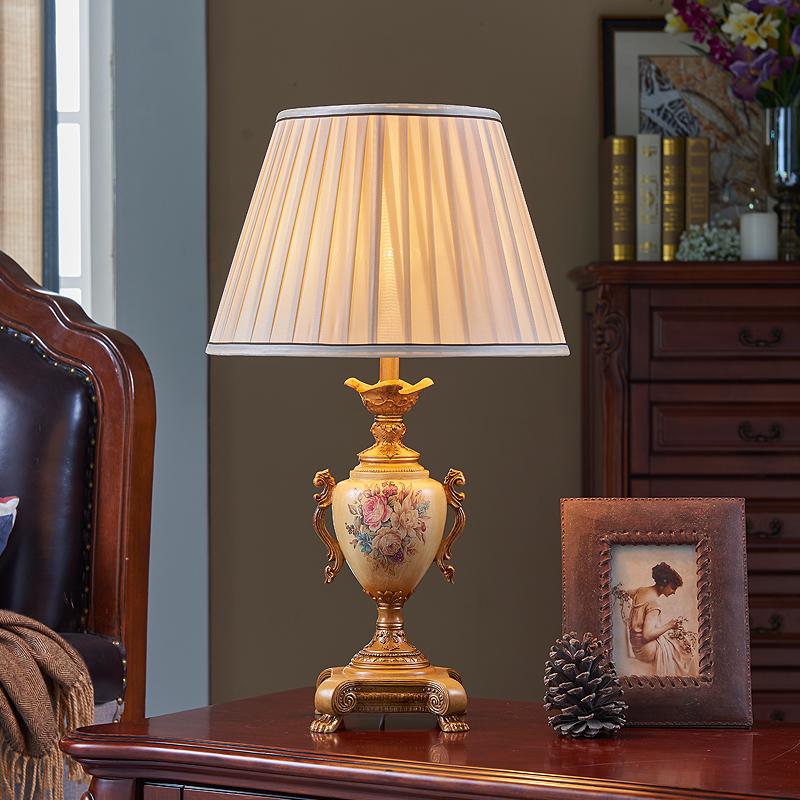 欧式台灯卧室床头灯奢华节能现代简约复古调光客厅书房台灯 发货周期:一般在付款后2-90天左右发货,具体发货时间请以与客服协商的时间为准