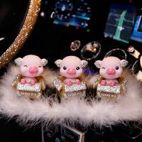 车载香水车内饰品摆件创意可爱网红表情摇头小猪女汽车上装饰高档*