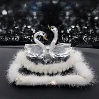 【优选】水晶天鹅汽车香水座毛毛可爱摆件车载车用仪表台车内装饰品女 +白貂毛防滑垫