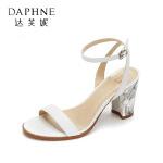 Daphne/达芙妮时尚花纹拼接一字扣露趾粗跟女凉鞋--