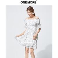 【年中狂欢2件2折】ONEMORE夏装新款碎花一字肩连衣裙女印花吊带短款