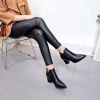 潮女短靴女英伦风粗跟靴子铆钉尖头马丁靴秋冬季新款高跟鞋子