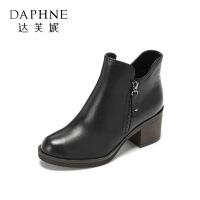 Daphne/达芙妮冬季新款潮流女靴 英伦复古通勤圆头高跟女靴-