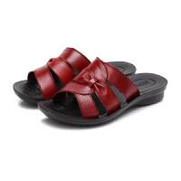 妈妈拖鞋女夏外穿新款百搭时尚软底真皮平底舒适女士凉拖