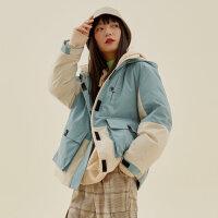 【1件3折�r:261,可�B券】美特斯邦威工�b羽�q服女拼色潮2020冬季新款�B帽短款保暖女士外套