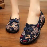 老北京布鞋女单鞋软底透气大码平底休闲绣花妈妈中老年奶奶鞋