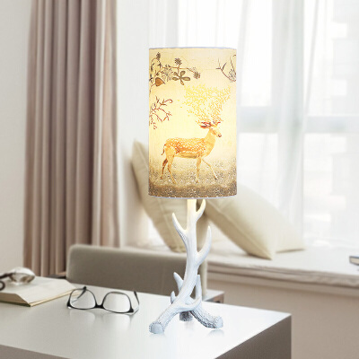 北欧美式复古创意简约欧式书房客厅卧室床头树脂鹿角装饰小台灯 发货周期:一般在付款后2-90天左右发货,具体发货时间请以与客服协商的时间为准