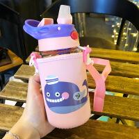【好货】宝宝吸管水杯背带绳可爱儿童硅胶玻璃杯子便携斜挎水壶夏季大学生 紫色鲸鱼400ML(带杯套) 玻璃吸管杯