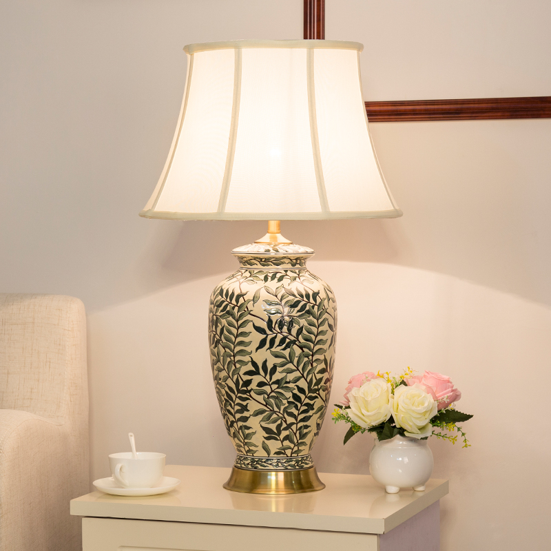 中式古典陶瓷台灯美式彩绘卧室床头客厅装饰台灯欧式奢华复古创意陶瓷台灯装饰 陶瓷台灯 发货周期:一般在付款后2-90天左右发货,具体发货时间请以与客服协商的时间为准