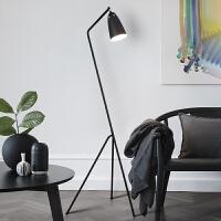北欧创意设计卧室客厅立台灯书房简约现代床头落地灯三角型灯具 砂纹黑