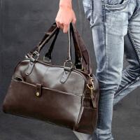 潮流休闲男包男士手提包单肩斜挎包商务行李包出差旅行包PU皮横款