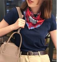 时尚街拍风 几何图案拼搭的美 亮眼斜纹绸小方巾